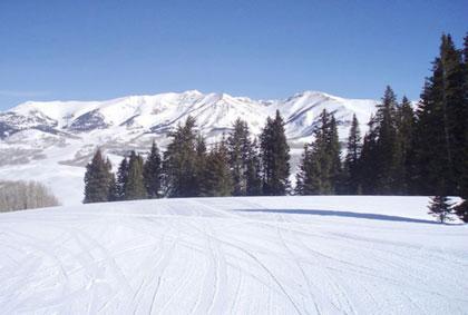 新疆蓝天滑雪场