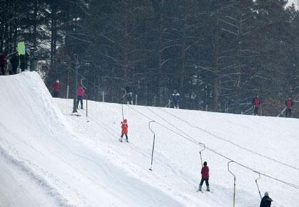 雁鸣蟹岛滑雪场