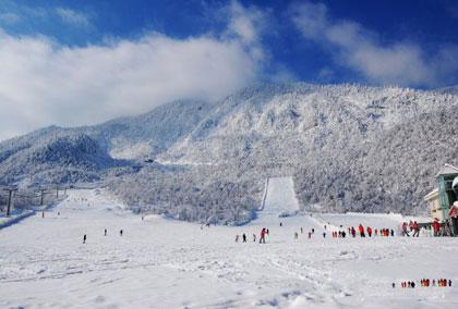 西岭雪山滑雪场